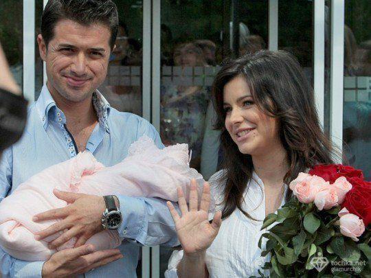 Пока супруг Ани Лорак не планирует обнародовать видео из родильного зала