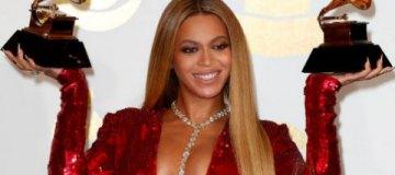 """Бейонсе, гологрудая Леди Гага, блондинка Кэти Перри и другие звезды на """"Грэмми-2017"""""""
