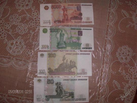 Сувенирные рубли похожи на настоящие