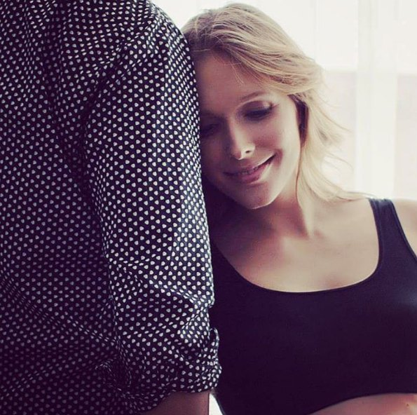 Недавно Катя Осадчая снялась в беременной фотосессии и показала совместный со своим любимым