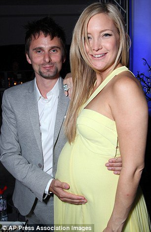Хадсон с Меттью Беллами незадолго до родов