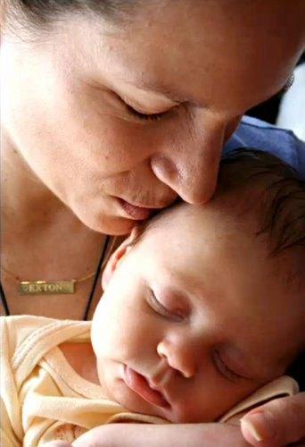 Сьюзан Левин с сыном Экстон Элиас Дауни