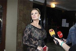 У Анны Семенович угнали роскошную иномарку