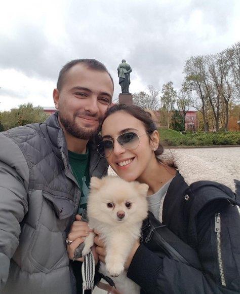 Джамала с мужем и домашним питомцем собачкой Баду