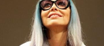61-летняя Орнелла Мути покрасилась в голубой цвет