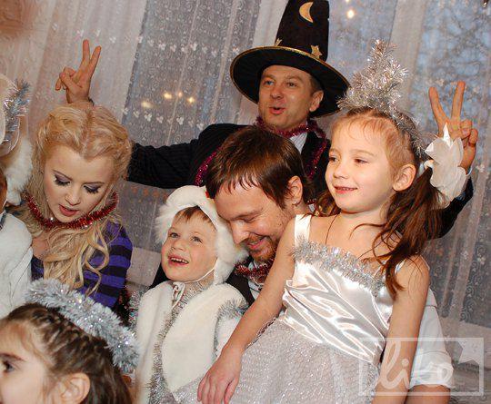 Мика Ньютон, Алексей Чадов и Тимофей Нагорный с детьми