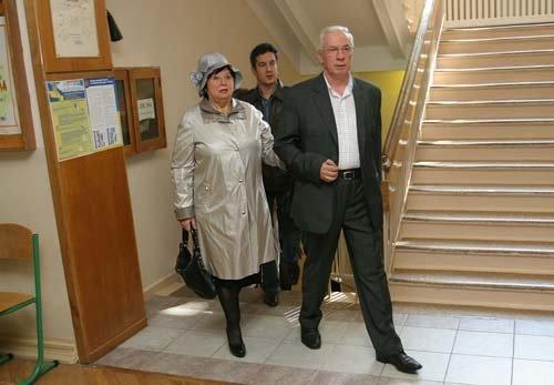 Одежду для выходов в свет Людмила Азарова выбирает сама