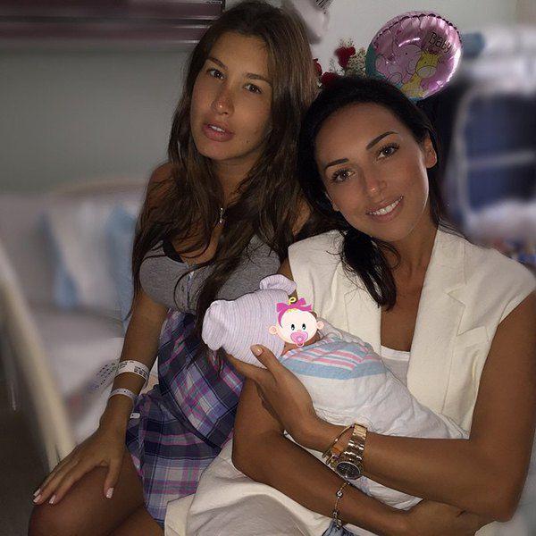 Алсу и Кэти Топурия с дочкой