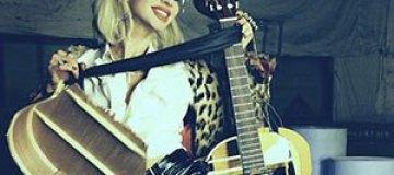 Лобода на сцене разбила концертную гитару
