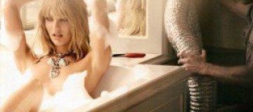 Голая Кандис Сванеполь позировала в ванной