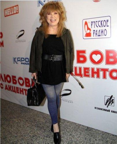 Алла Пугачева в узких джинсах