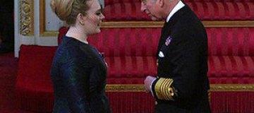 Адель наградили Орденом Британской империи