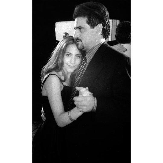 Lady Gaga, также известная как Стефани Германотта (Stefani Germanotta), со своим отцом на мероприятии школы Sacred Heart School в Нью-Йорке, 2004 год