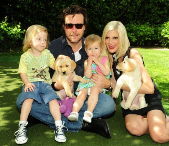 Актриса с мужем и детьми