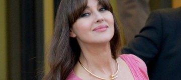 Неувядающая Моника Белуччи получила приз из рук Малковича