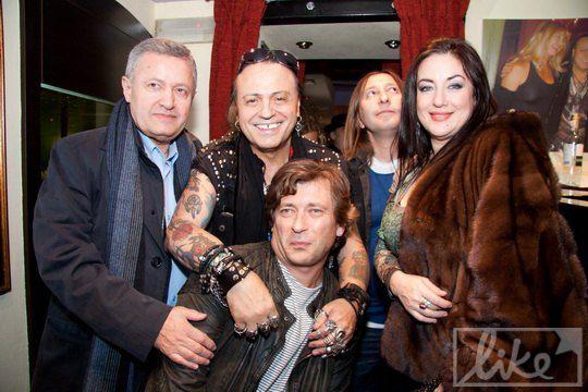 Тамара Гвердцители, дирижер и владелец заведения с удовольствием позировали фотографам