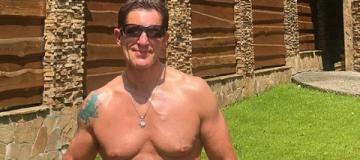 Советник главы МВД Шкиряк блеснул голым телом в микроплавках