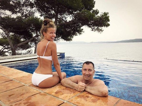 Цимбалюк продолжает дружить с певцом Александром Буйновым, который познакомил ее с нынешним мужем