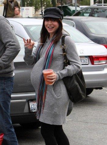Во время прошлой беременности Элисон выглядела так