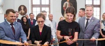 Марина Порошенко и посол США в Украине открыли обновленный зал старинного дворца польских магнатов