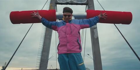 Танк, несколько способов самоубийства и богохульство: американский певец снял клип в Киеве