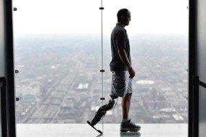 Американец с искусственной ногой покорил 103-й этаж небоскреба