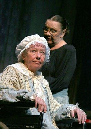 73-летняя актриса на сцене МХТ