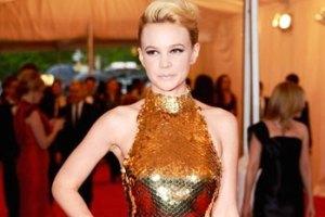 Кэри Маллиган пожертвовала свое платье от Prada