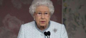 Королева Елизавета II впечатлила эффектным образом