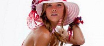Нина Агдал разделась для рекламы купальников