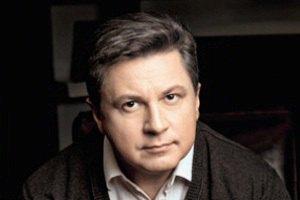 Азаров устал от политической трескотни