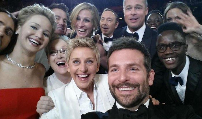 """самое звездное в мире сэлфи на церемонии вручения """"Оскаров"""""""
