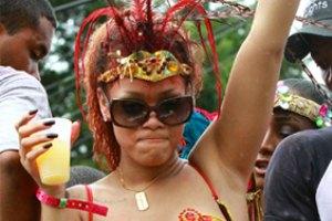 Рианна устроила разврат на Барбадосе
