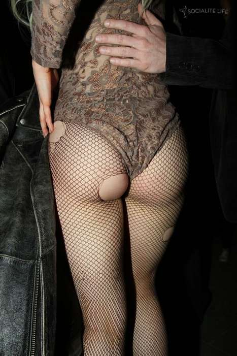 Даже порванные колготки Леди Гага использует как аксессуар