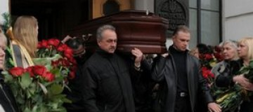 Воронина похоронили рядом с Кирпой