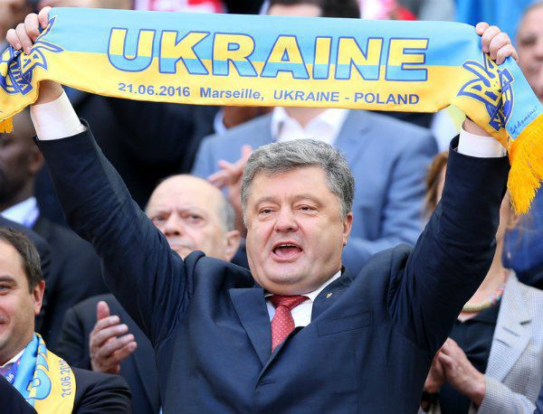 Президент Украины Петр Порошенко на стадионе в Марселе