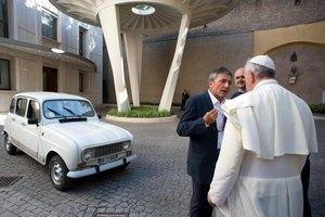 Папе Римскому подарили 20-летний автомобиль