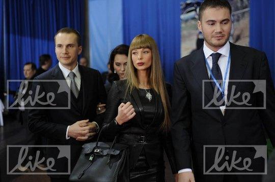 Слева направо: Александр Янукович, Елена Янукович, Ольга Янукович, Виктор Янукович