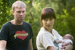 Папарацци сняли новорожденного сына Светлакова