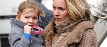 Девятилетняя дочь Кейт Мосс критикует маму за макияж
