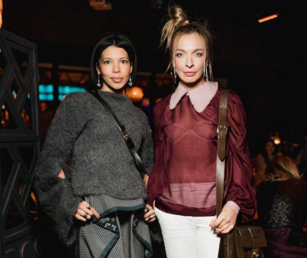 Василиса Фролова (справа) с подругой Каролиной Ашион