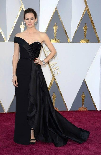 На Оскаре-2016 Дженнифер Гарнер впервые появилась без Аффлека и, по мнению критиков, была одной из самых ярких звезд церемонии