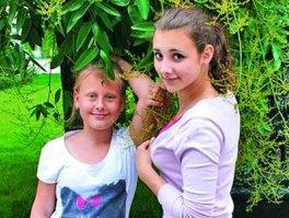 Даша (справа) с сестрой