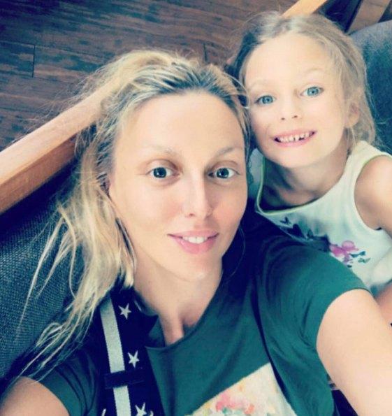 Оля Полякова с дочкой Алисой