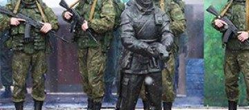 """В России установили памятник """"Вежливому солдату"""""""