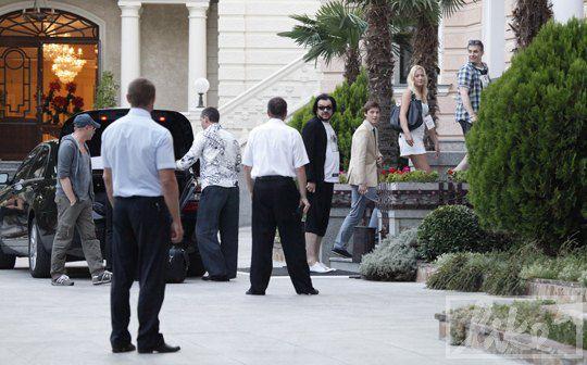 Киркоров остановился в той же гостинице, где и Пугачева с Галкиным