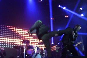 """""""Титушки"""" сорвали концерт рок-группы, ударив вокалиста ногой в лицо"""
