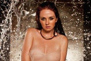 Экс-татушка Лена Катина снялась мокрая и без белья