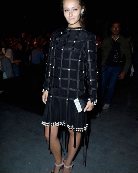 Даша Шаповалова на осеннем показе мод в Париже