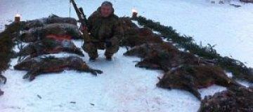 Червоненко фотографируется с мертвыми кабанами